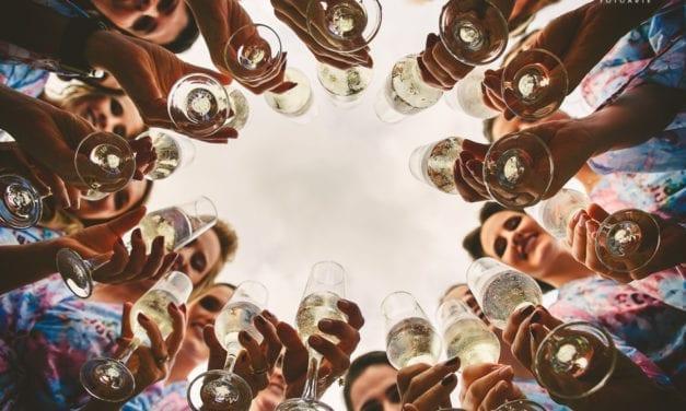 4 tipos de vinhos e acompanhamentos que harmonizam perfeitamente com a praia
