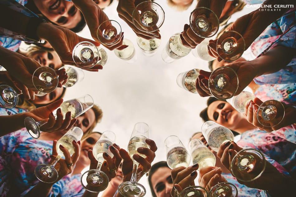 7 tipos de vinhos e acompanhamentos que harmonizam com a praia