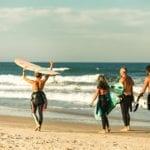Surf na Praia do Rosa: melhores épocas e lugares para o esporte